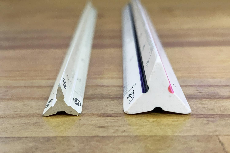 ペンケースやポケットにもすっぽり収まるスリムな三角スケール「NANO SANSUKE」