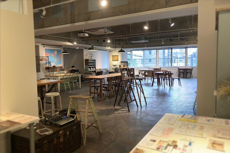 【浅草橋】電源・Wi-Fi完備。広いカフェスペースで打合せも捗る「レンタルスペース&カフェ パズル浅草橋」