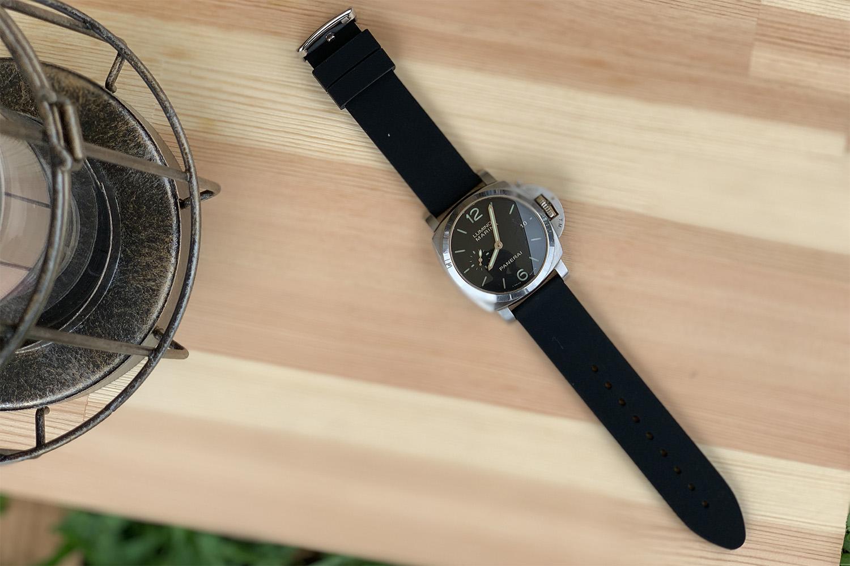 夏用に腕時計のベルトを「WOOCHI」完全防水ラバーベルトに変えてみた。この安さでこの質は優秀。